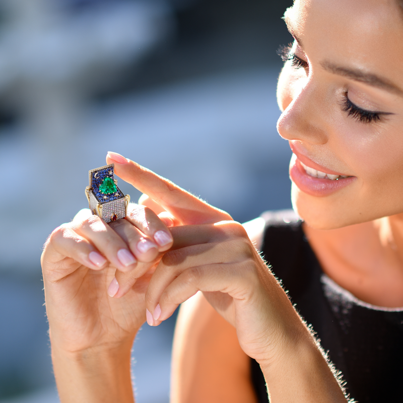 Heart In the Box Ring with Emerald HBR12.35 Sybarite Jewellery - image 2